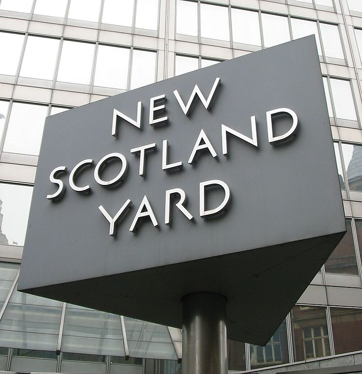 742px New Scotland Yard Sign 3