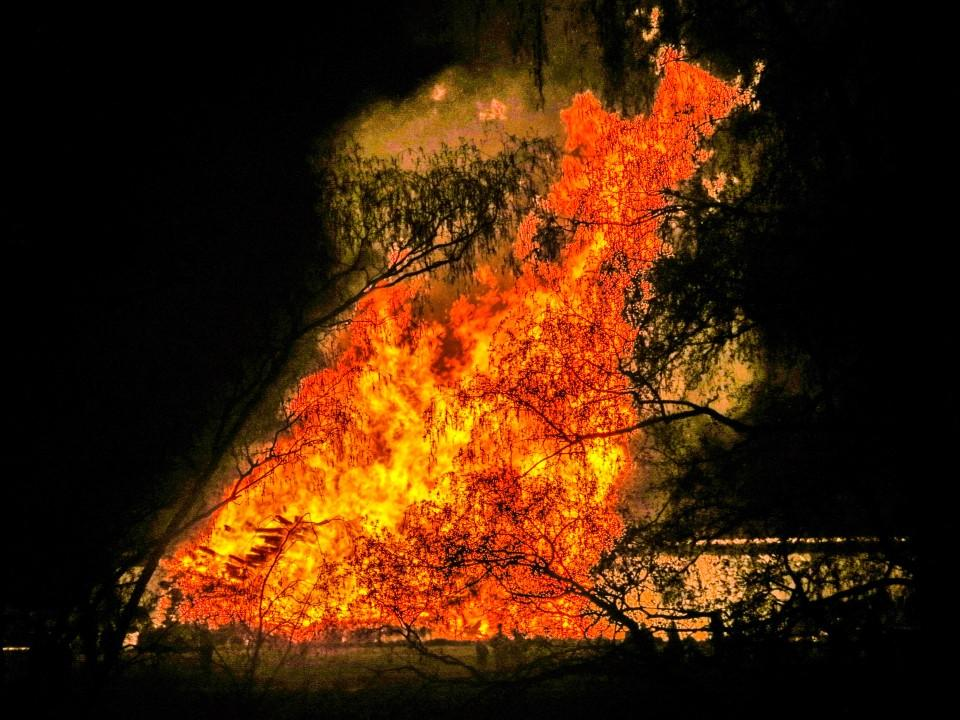 Osterfeuer in Uffing